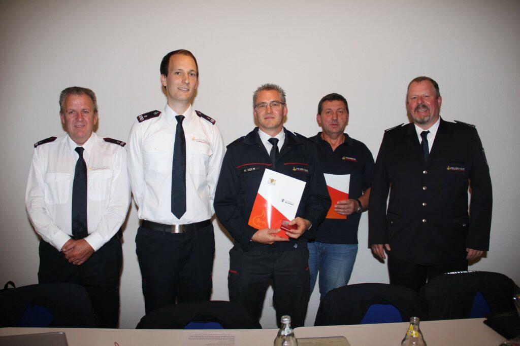 von links: Stv. Kommandant Gerhard Baumgartner, Kommandant Felix Waßmer, Markus Helm, Bernd Simmler, Stv. Kreisbrandmeister Bernhard Loll